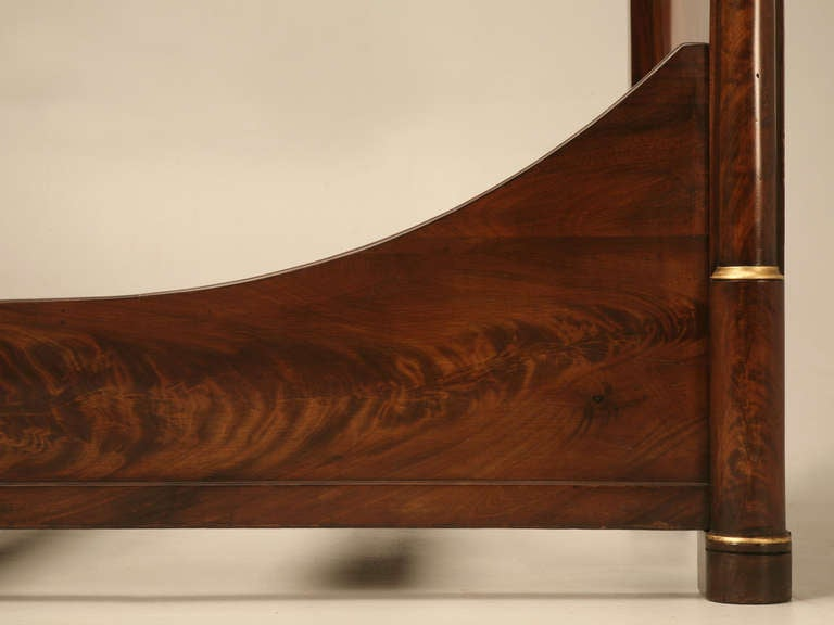 Circa 1850 Antique French Empire Flame Mahogany Daybed In Excellent Condition For Sale In Chicago, IL