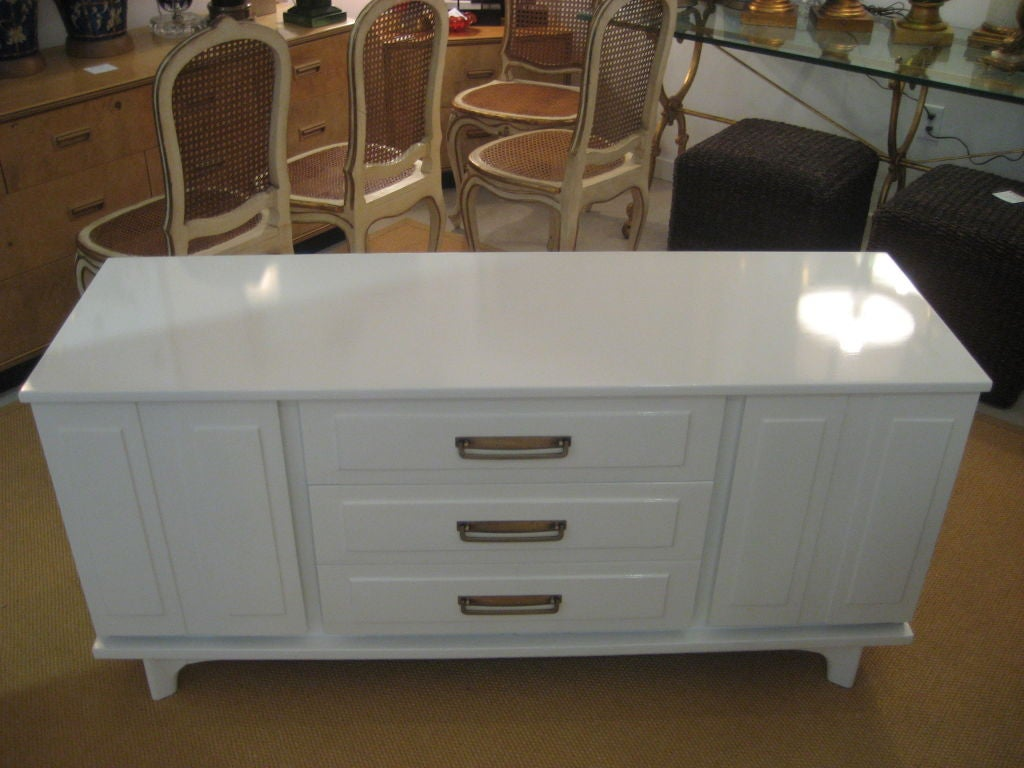 Mid century white lacquer credenza at 1stdibs for Lacquered furniture