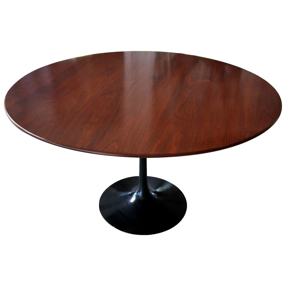 vintage saarinen tulip table with black base at 1stdibs. Black Bedroom Furniture Sets. Home Design Ideas