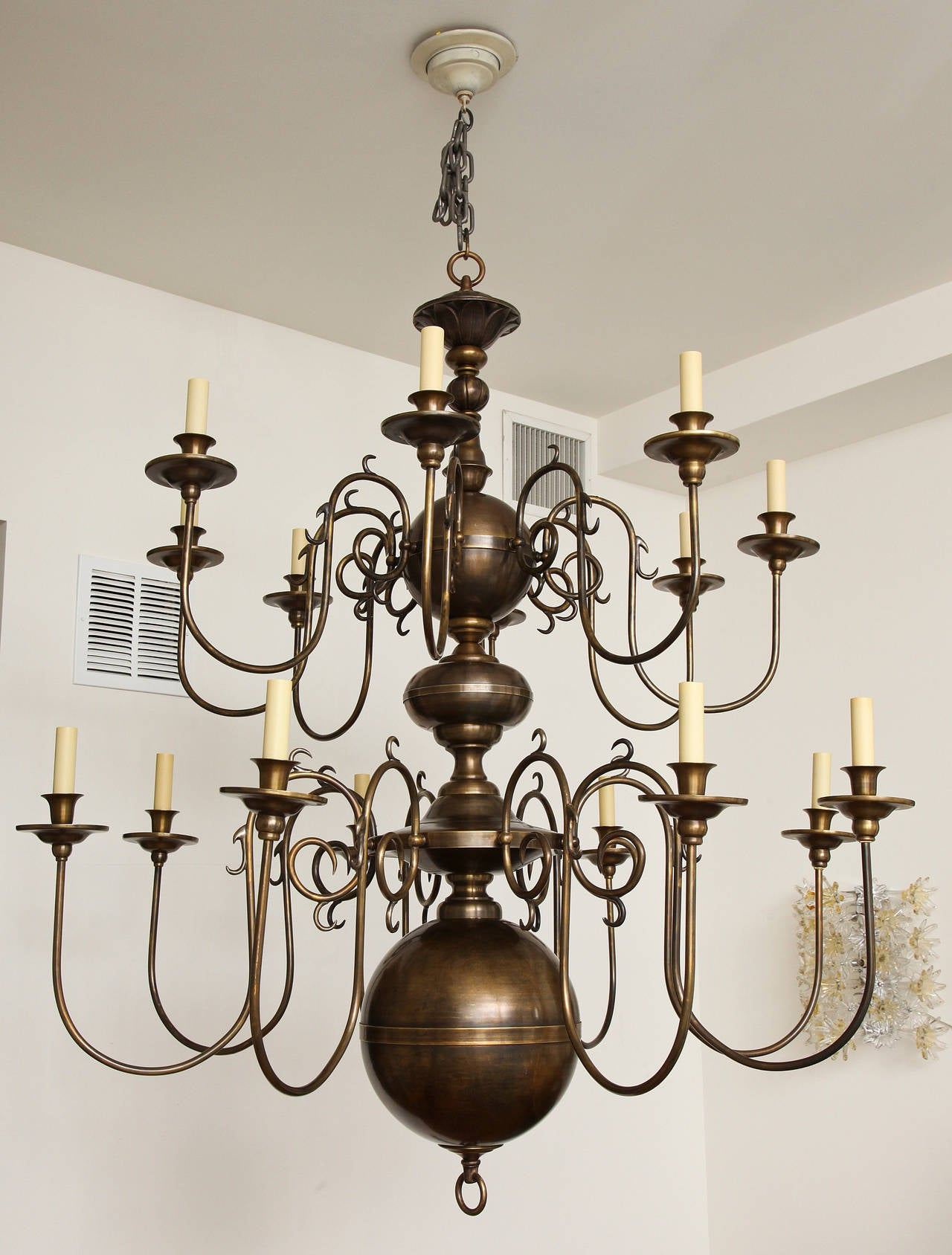Philipse Two-Tier Sixteen-Light Chandelier For Sale 1