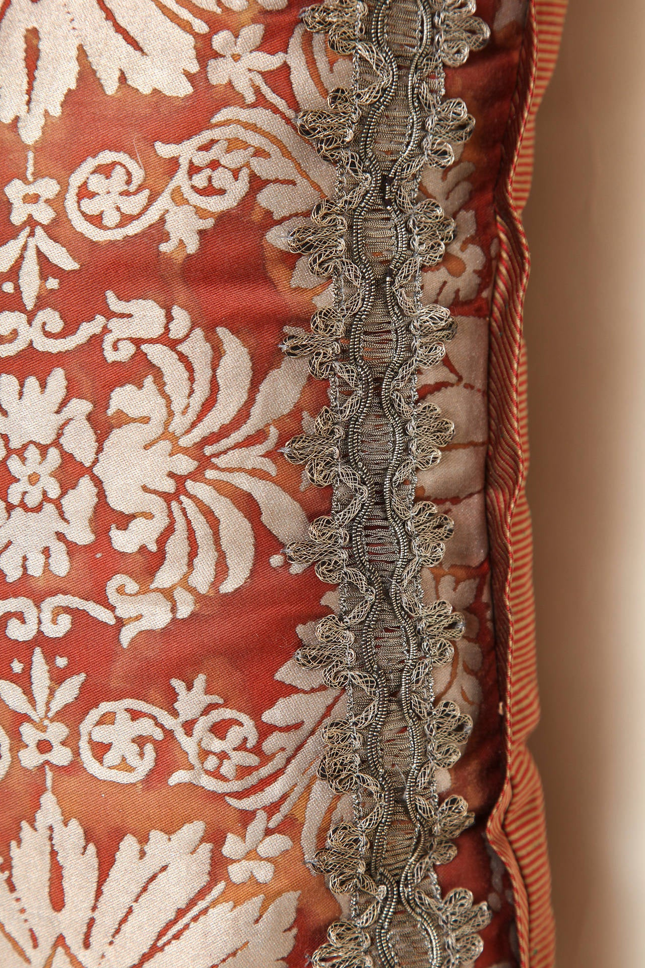 Fortuny Fabric Cushion in the Impero Pattern In Excellent Condition For Sale In New York, NY