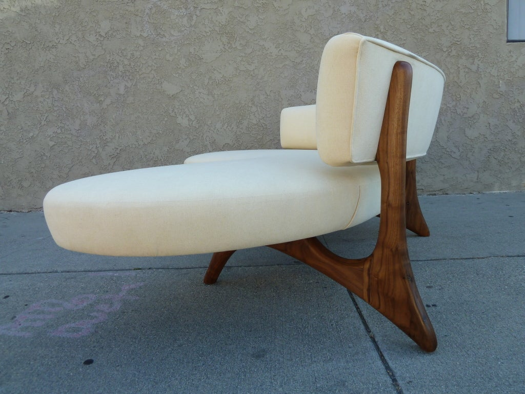 Mid-Century Floating Curved Walnut Sofa In Excellent Condition For Sale In Los Angeles, CA