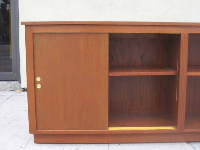 Danish Modern Cabinet / Bookcase in Teak In Excellent Condition For Sale In Los Angeles, CA