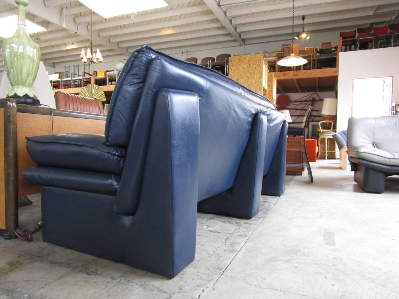 Navy Blue Leather Sofa By Nicoletti Salotti For Sale 1