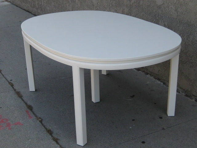 White Lacquer Dining Table : Mid-Century Elegant White Lacquer Dining Table For Sale at 1stdibs