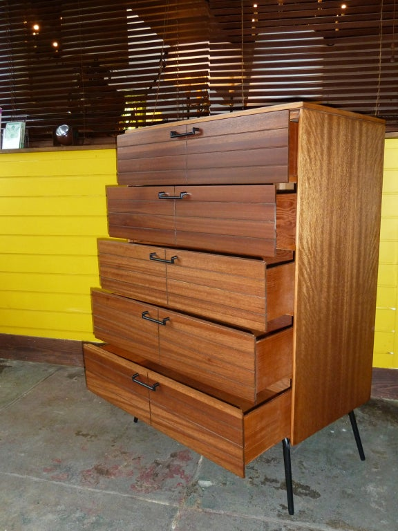 mid century modern chest of drawers by raymond loewy for mengel at 1stdibs. Black Bedroom Furniture Sets. Home Design Ideas