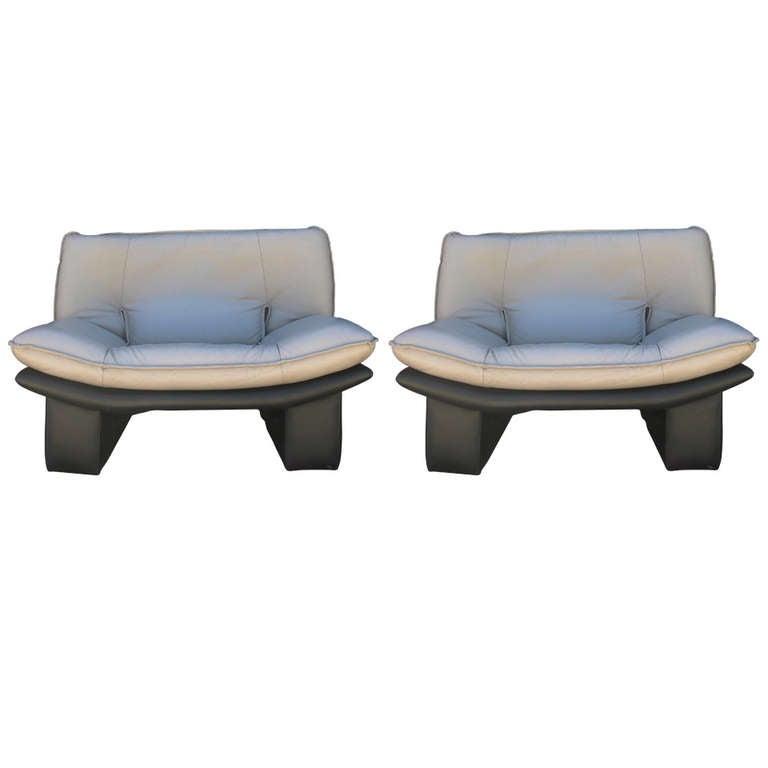 Extremely Comfortable Pair of Italian Lounge Chairs by Nicoletti Salotti