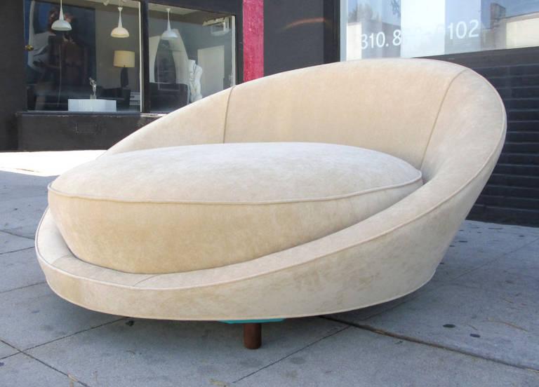 Circular Love Chair by Milo Baughman at 1stdibs