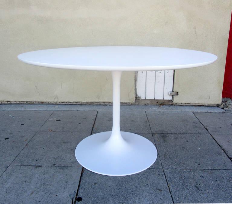 Genial Mid Century Modern Burke Tulip Dining Table In The Style Of Eero Saarinen  For Sale
