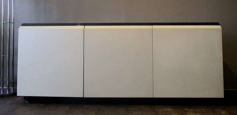 Glamorous Iridescent Lacquered Credenza by Roger Rougier In Excellent Condition For Sale In Los Angeles, CA