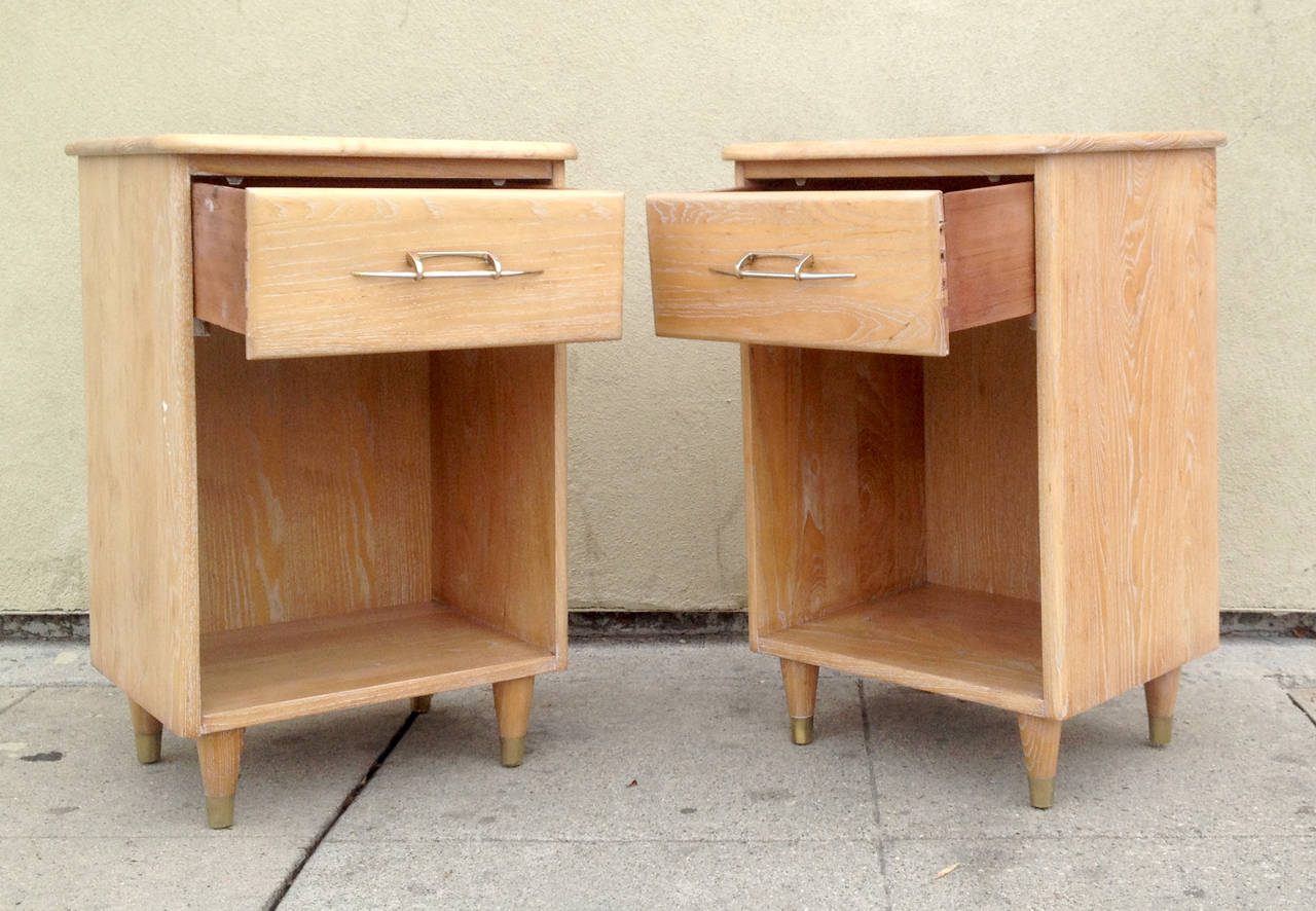 20th Century Pair of 1950s Nightstands with Subtle Cerused Finish For Sale