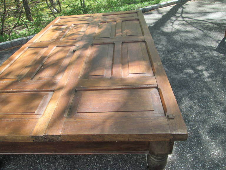 Grand Mahogany Coffee Table In Excellent Condition For Sale In Southampton, NY