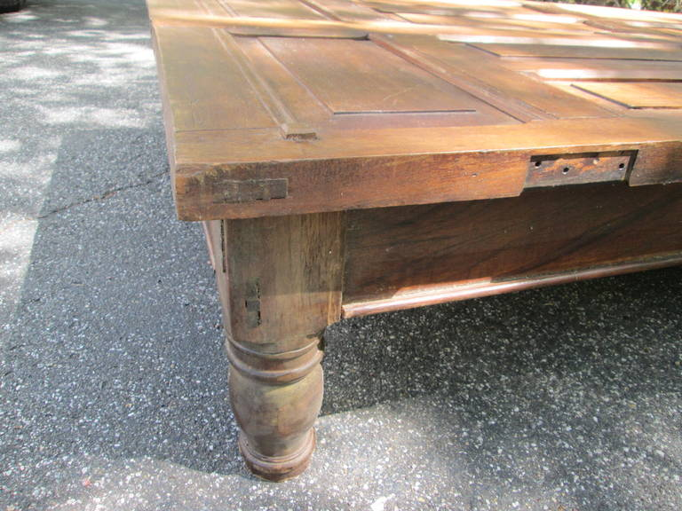 20th Century Grand Mahogany Coffee Table For Sale
