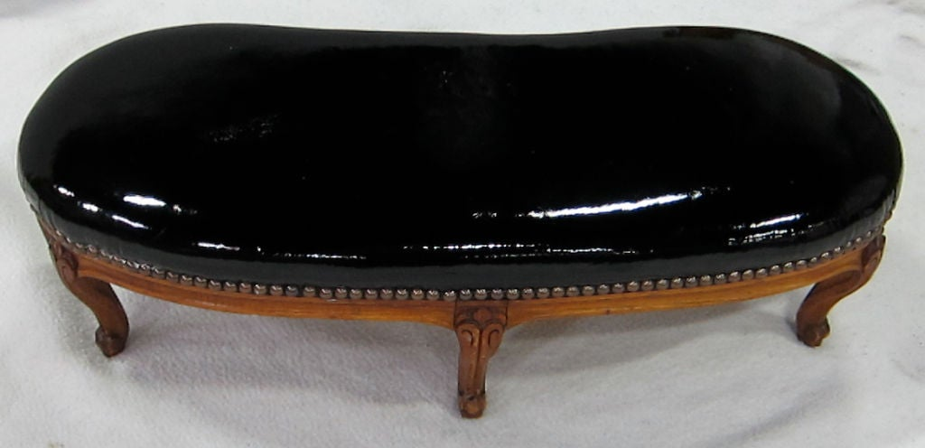 Louis XV Style Kidney shaped Footstool In Excellent Condition For Sale In San Leandro, CA