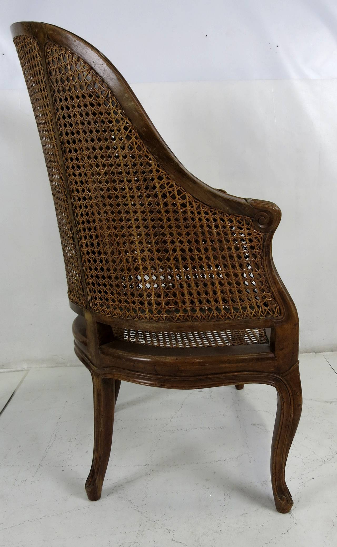 Large-Scale Italian Louis XV Style Barrel Chair In Excellent Condition For Sale In San Leandro, CA