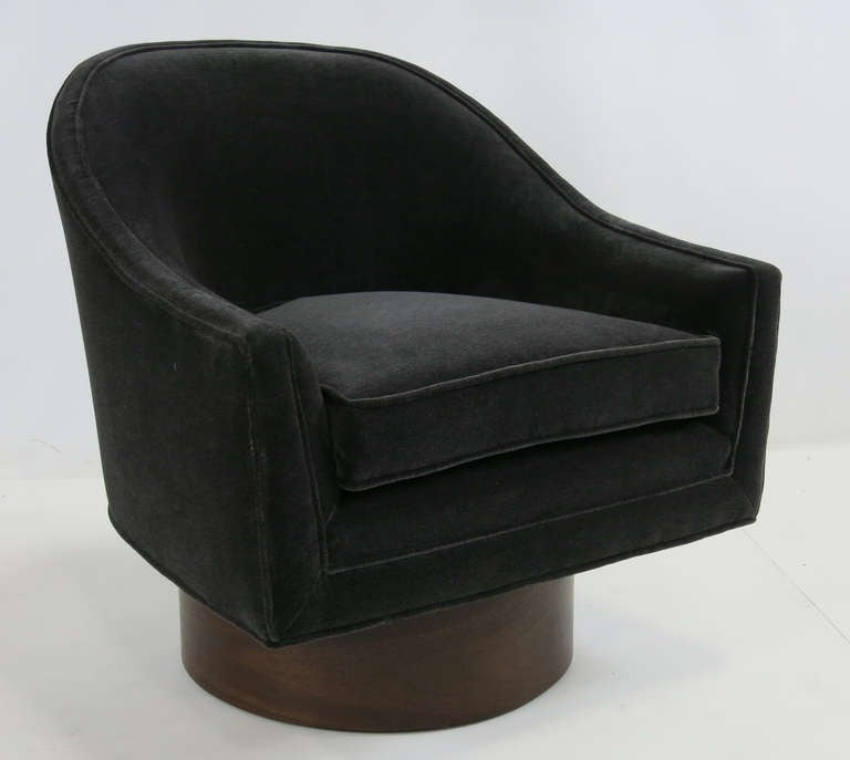 Modern Pair of Swivel Chairs by Harvey Probber For Sale