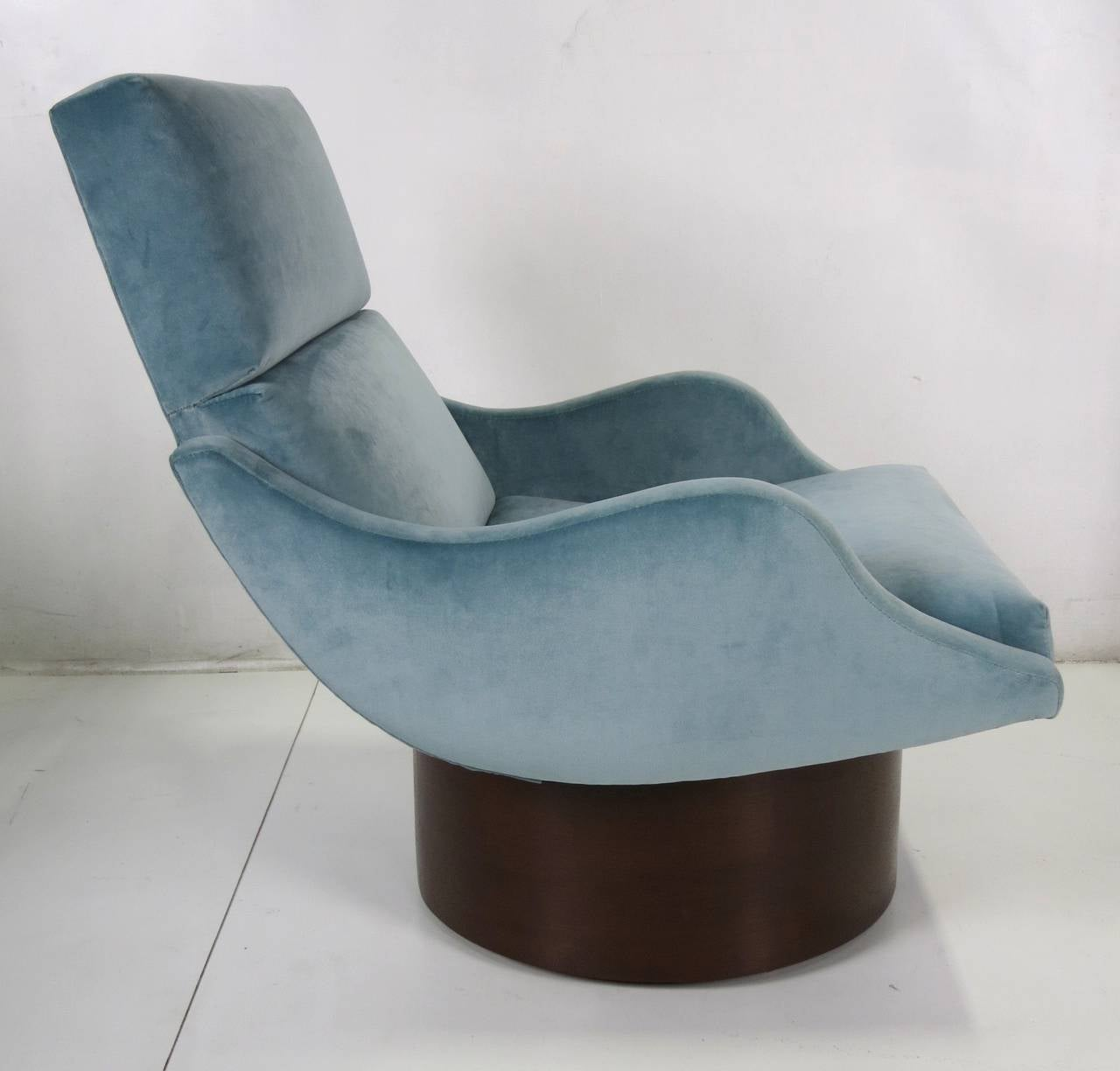 Late 20th Century Pair of Swivel Lounge Chairs