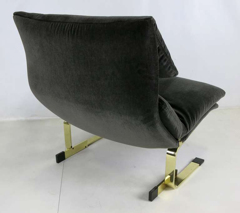Italian Pair of Brass Onda Lounge Chairs by Saporiti Italia For Sale