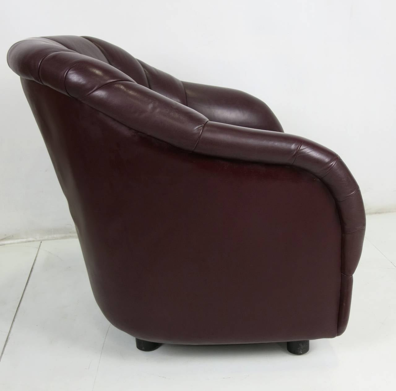 Organic Modern Pair of Oxblood Leather Club Chairs by Ward Bennett for Brickel For Sale