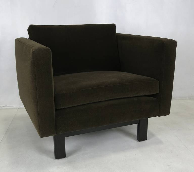 Luxurious pair of Harvey Probber lounge chairs with exposed dark walnut lacquered oak frames. The seats have been freshly upholstered in luxurious heavyweight chocolate brown velvet.