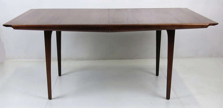 Amazing walnut extension dining table by john kapel at 1stdibs for Amazing extendable dining table