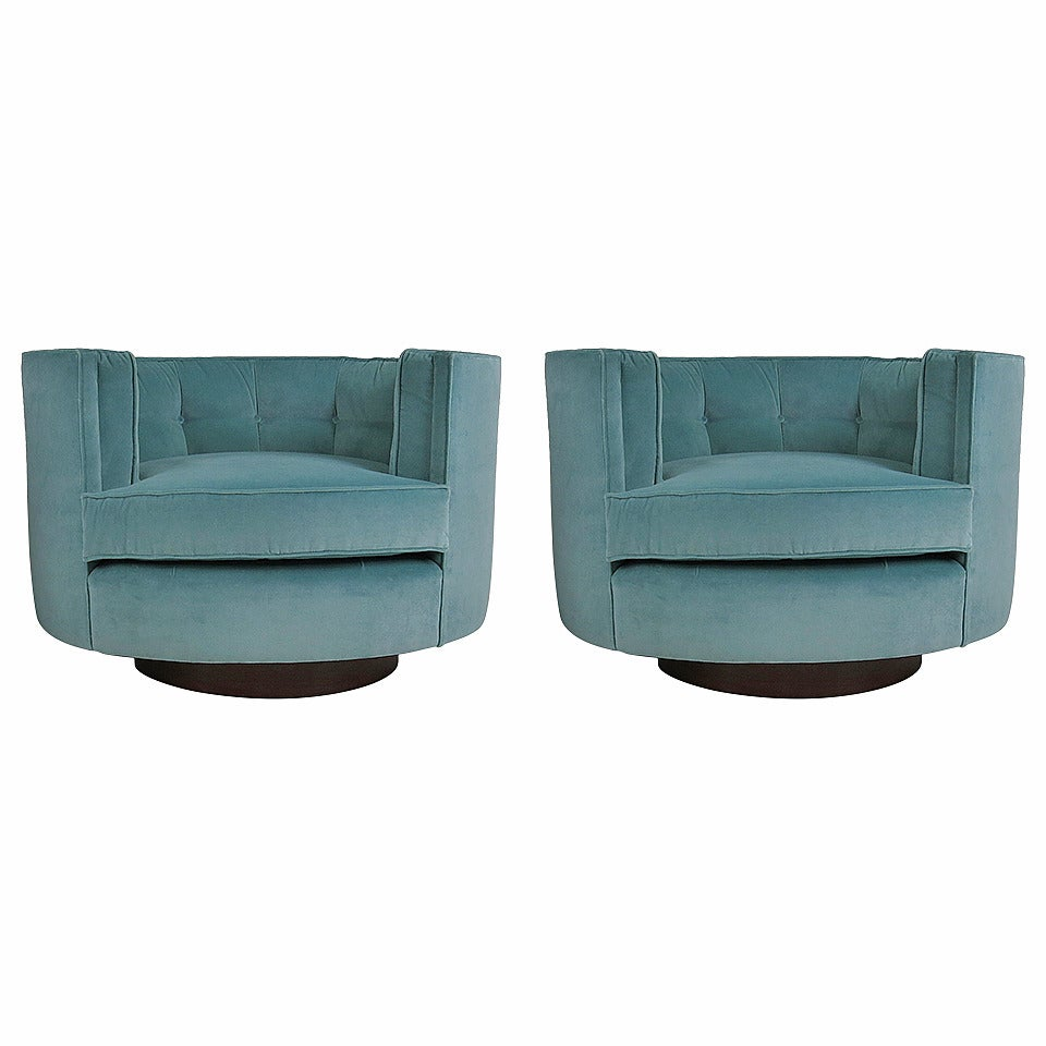 Oval lounge chair - Pair Of Oval Swivel Lounge Chairs By Milo Baughman 1