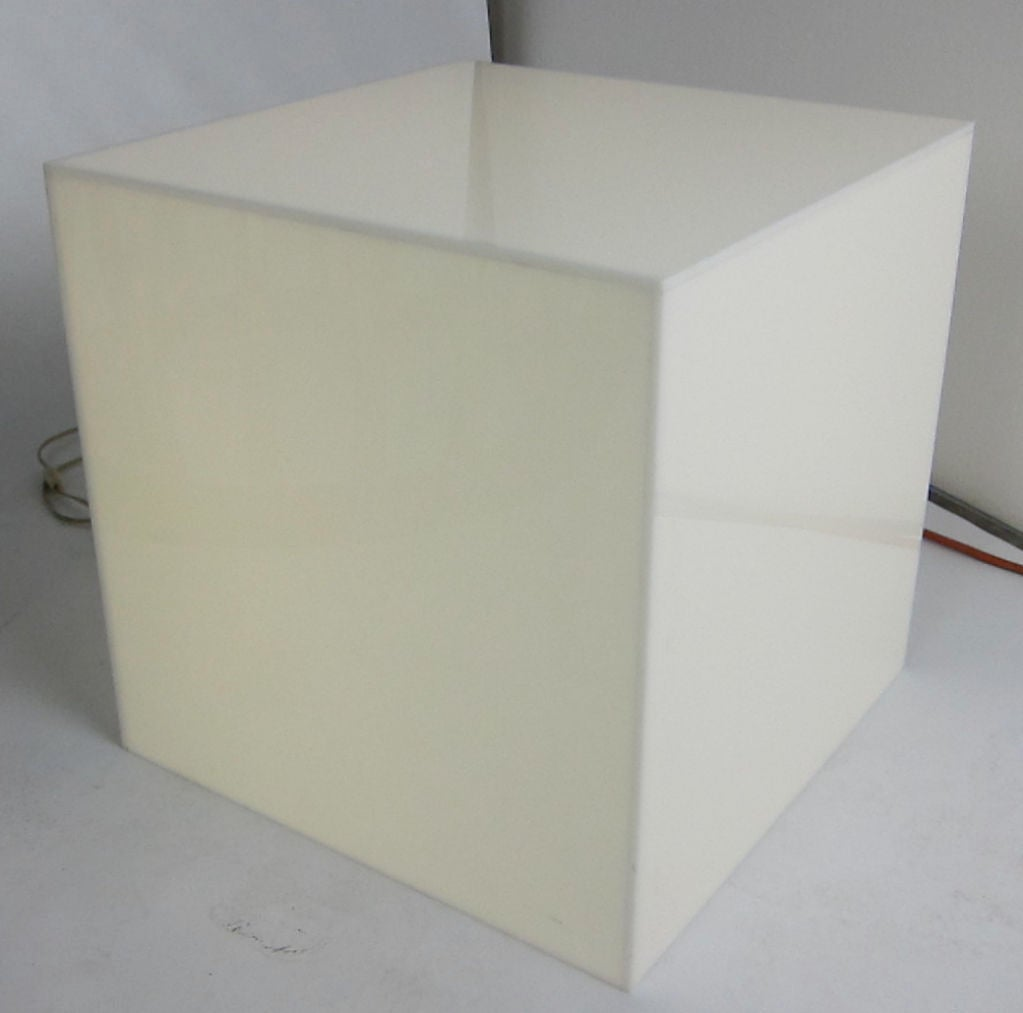 pair of interior lit acrylic cube side tables for sale at 1stdibs. Black Bedroom Furniture Sets. Home Design Ideas