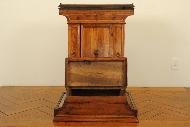Italian Baroque Walnut Inginocchiatoio Cabinet with Curved Plinth Base 17th Cent In Good Condition For Sale In Atlanta, GA