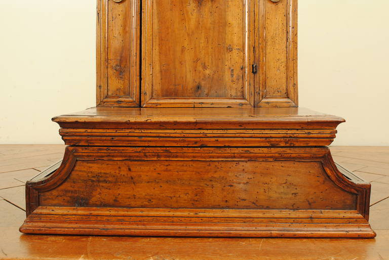 Italian Baroque Walnut Inginocchiatoio Cabinet with Curved Plinth Base 17th Cent For Sale 2