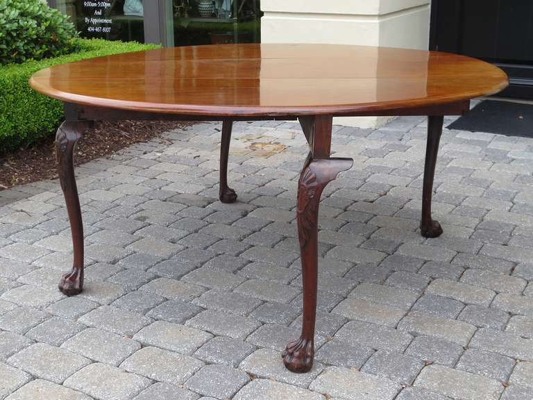 18th-19th century George the 2nd mahogany cabriole drop leaf table, cabriole legs.
