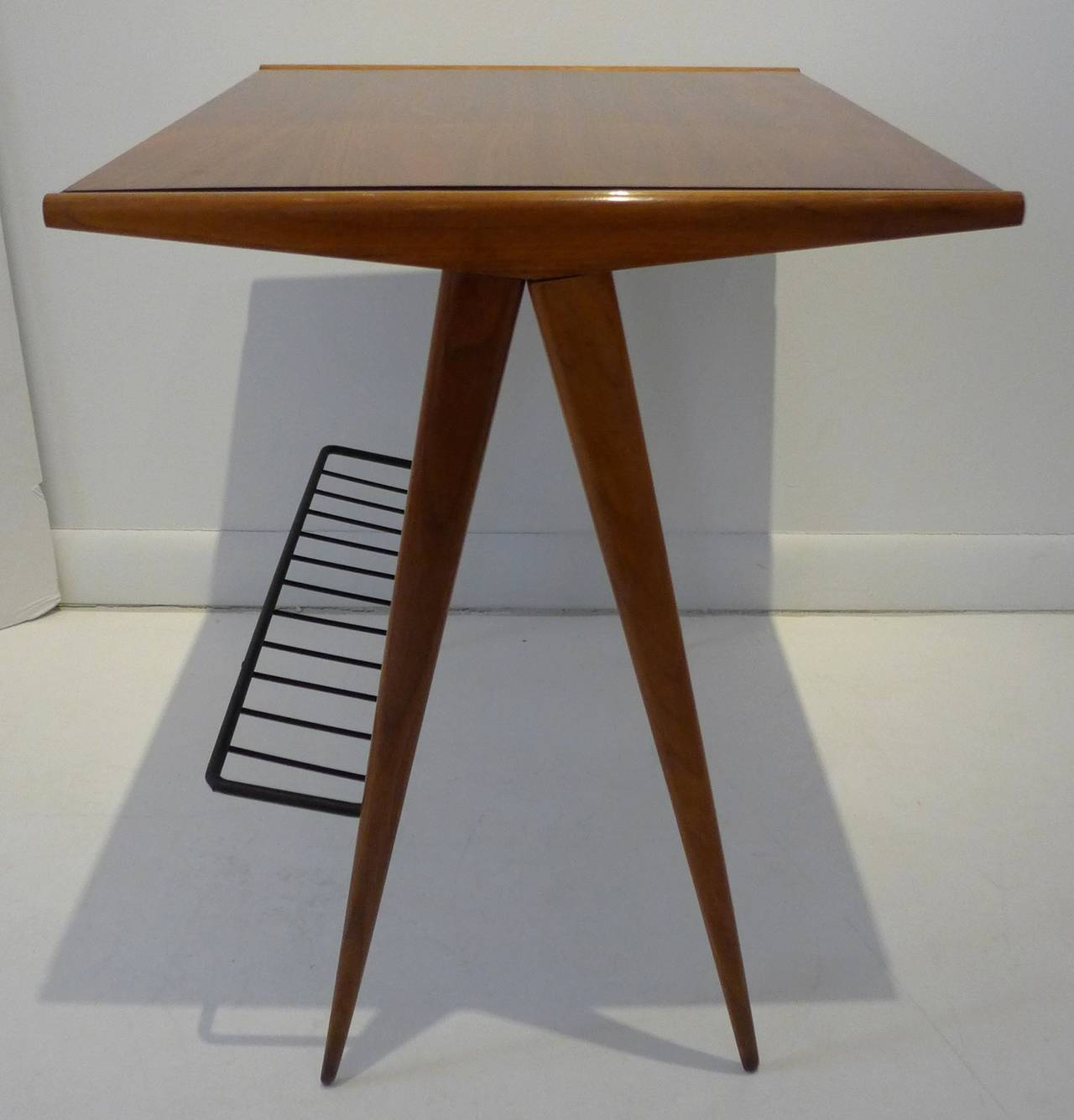 Arthur umanoff side table with magazine rack at 1stdibs for 13 a table magasin