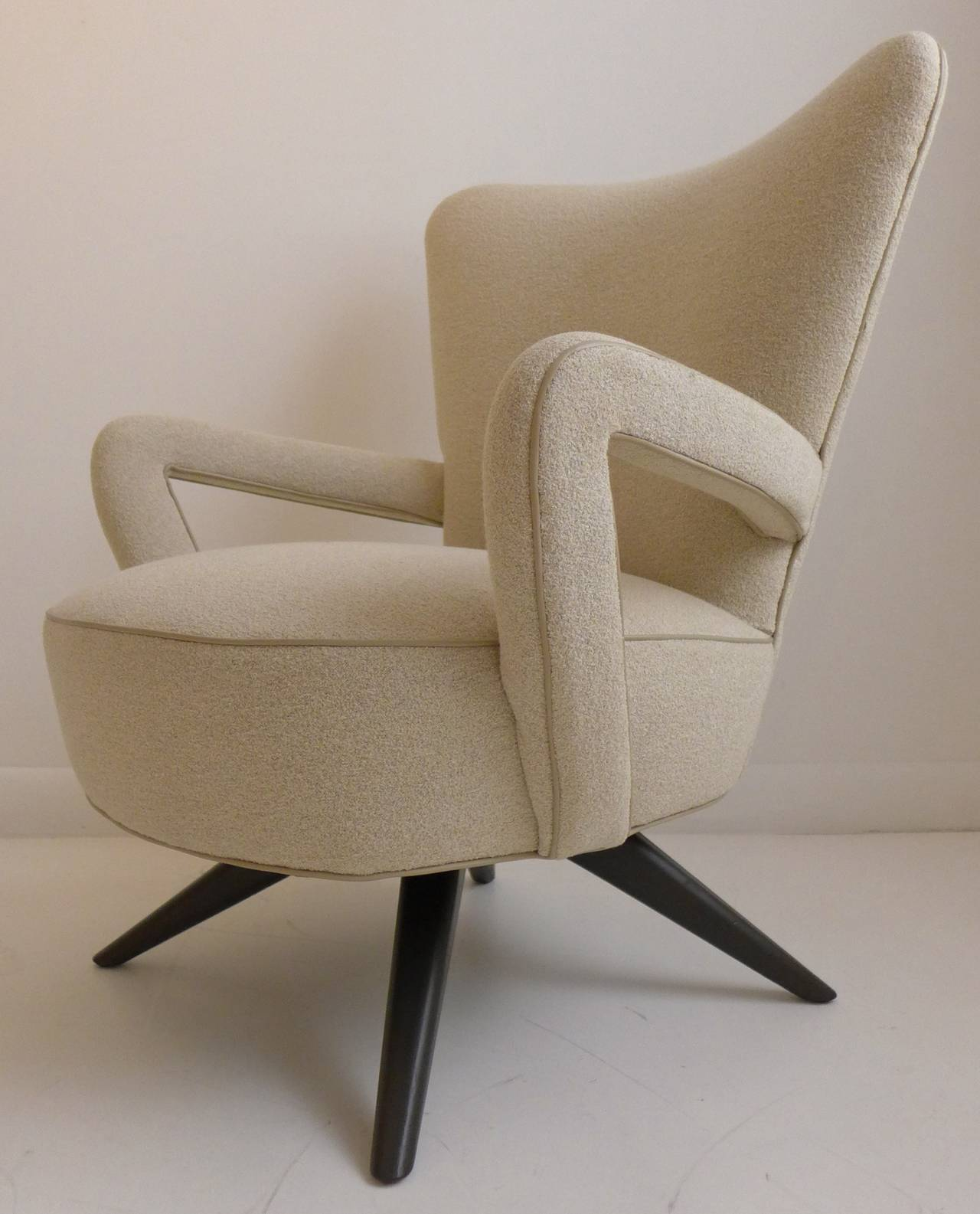 Mid-Century Modern Pair of Armchairs For Sale