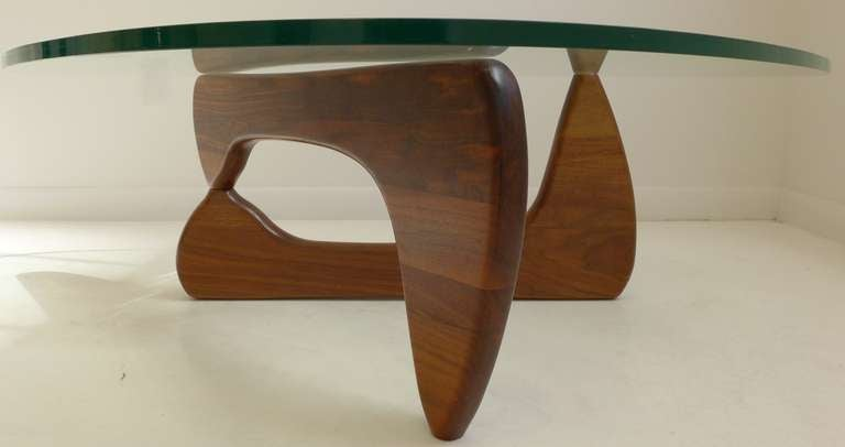 Superieur Mid Century Modern Vintage Noguchi Table In Walnut For Sale