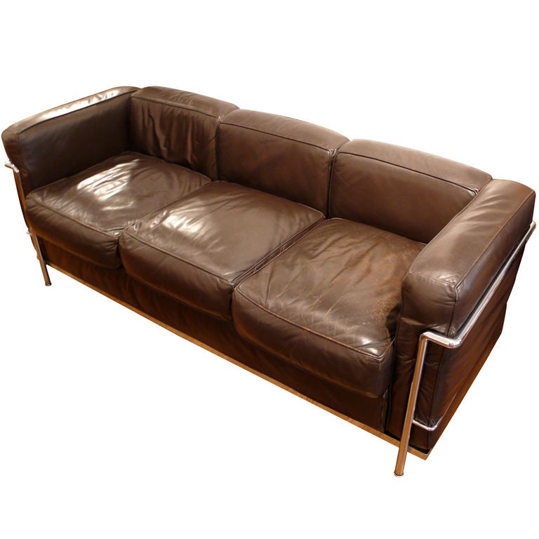 Vintage le corbusier sofa in dark brown leather at 1stdibs for Le corbusier sofa nachbau