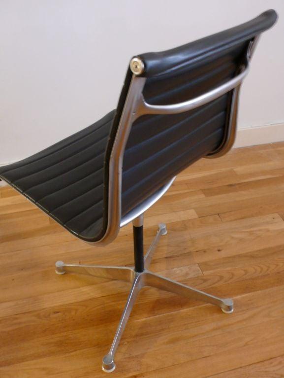 eames aluminum group side chair at 1stdibs. Black Bedroom Furniture Sets. Home Design Ideas