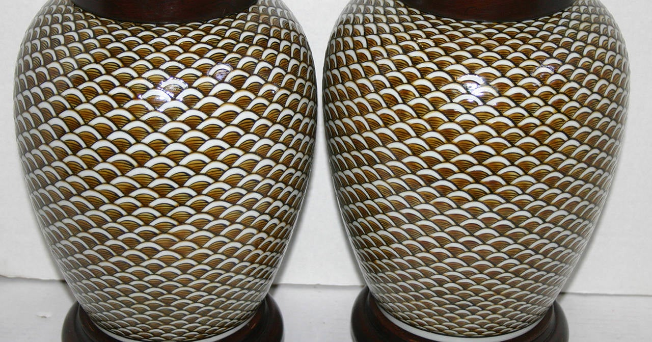 Pair of Porcelain Lamps In Good Condition For Sale In New York, NY