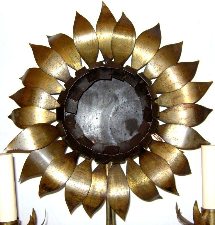 sunflower shaped street lamps 的圖片結果