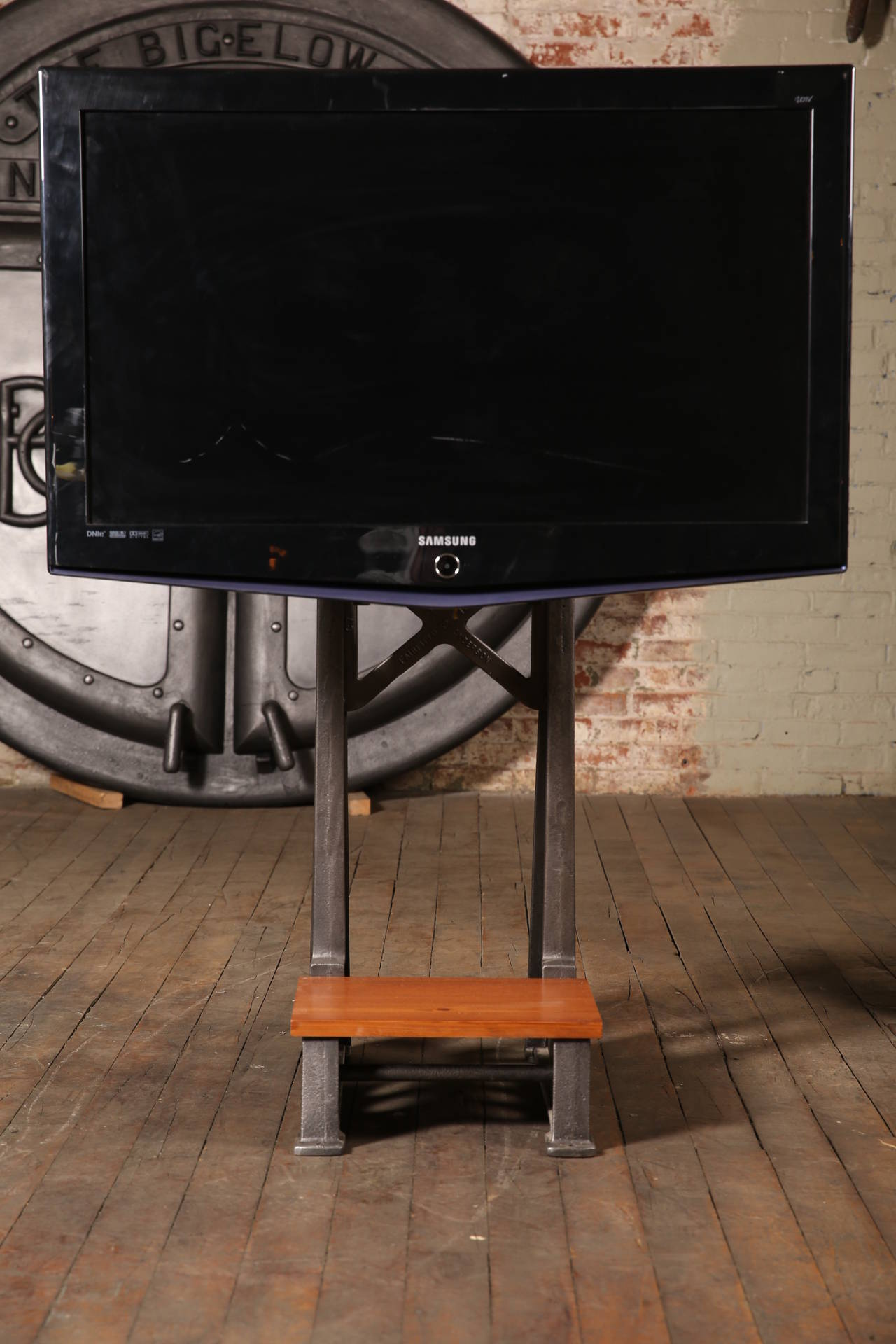 TV Stand Vintage Industrial Steampunk Cast Iron Steel Media Screen Display Table 2