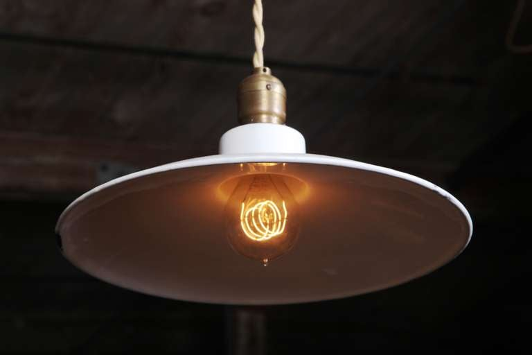 Pair of Vintage Industrial, Modern Enamel Hanging Pendant Ceiling Lamps, Lights In Good Condition For Sale In Oakville, CT