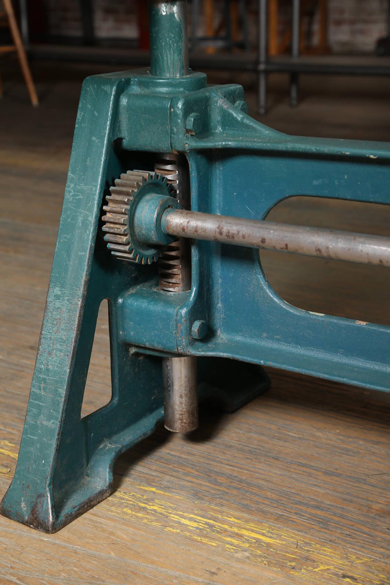 Conference dining table vintage industrial adjustable for Vintage crank table