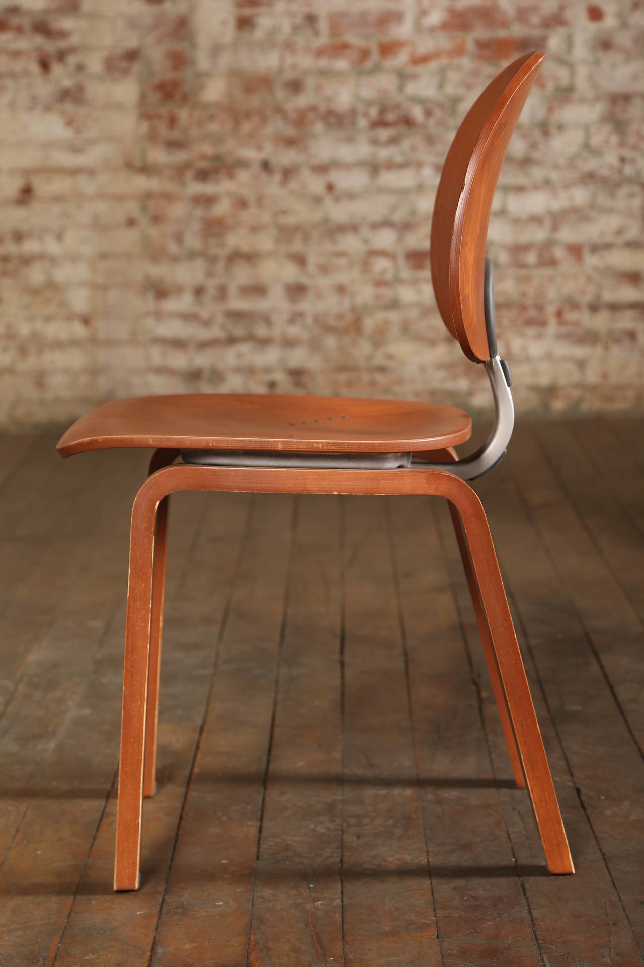 Mid-Century Modern Dining Chair, Mid Century Modern, Piretti Xylon Bent Plywood Seat For Sale