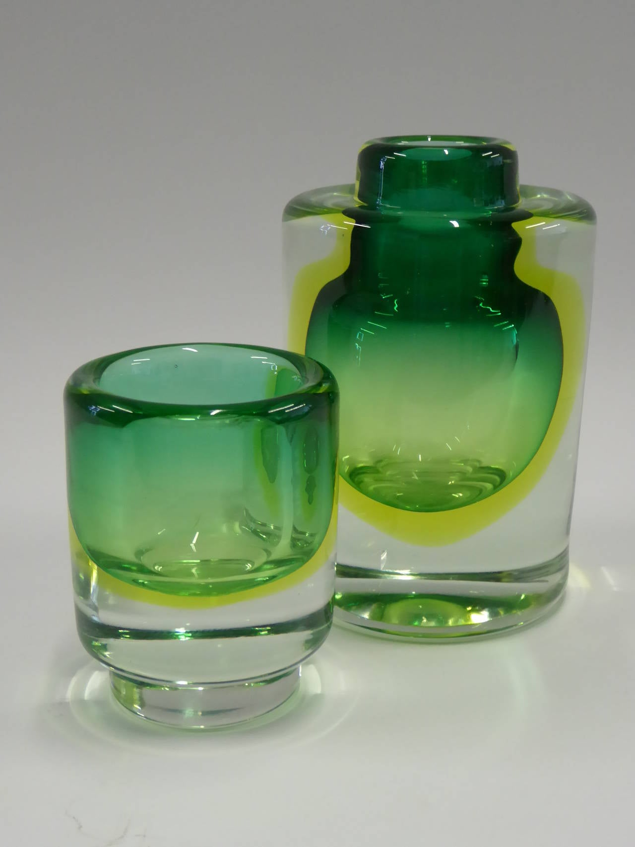 dating uranium glass Blacklight testing: is it reliable  and vaseline glass contains uranium  not be the sole determining factor in dating colorless glass in an eapg or.