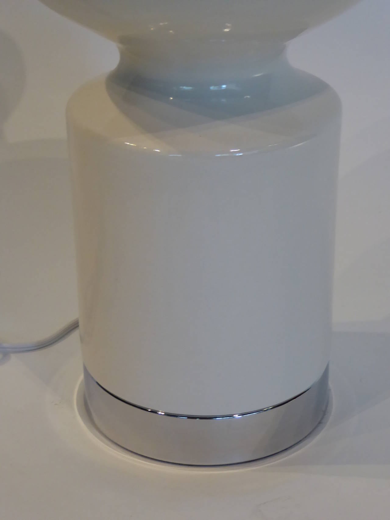American 1960s, Mod Carnaby Shaped Ceramic and Chrome Table Lamp For Sale
