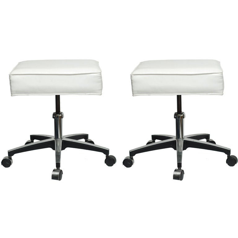 Two Glossy White Vinyl And Chrome Swivel Stools At 1stdibs