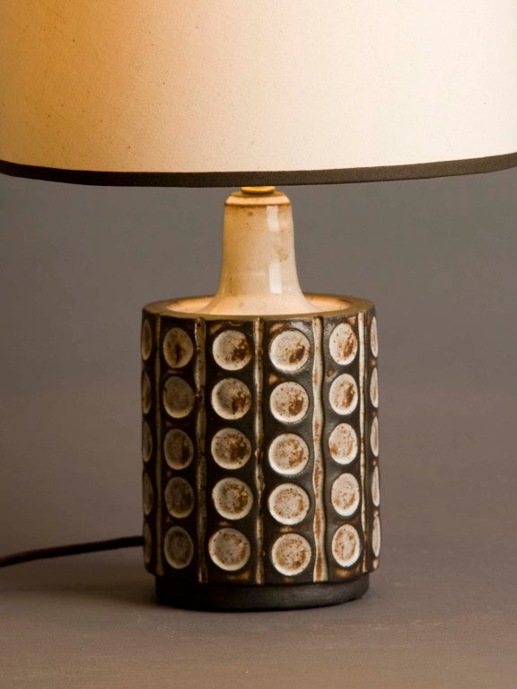 petite cream and chocolate ceramic lamp at 1stdibs. Black Bedroom Furniture Sets. Home Design Ideas