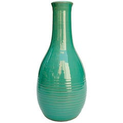 Scandinavian Modern ceramic vase in shiny green glaze by Ewald Dahlskog, Bo Faja