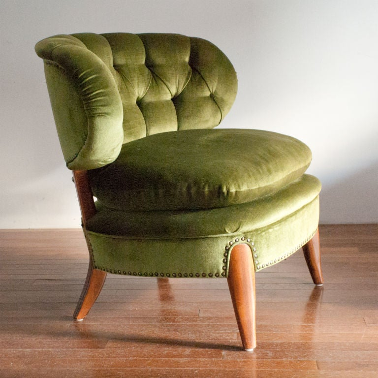 Great pair of roomy mid-century Swedish slipper chairs with tufted green velvet upholstery. Designed by Otto Schultz for Jio Furniture, Sweden.