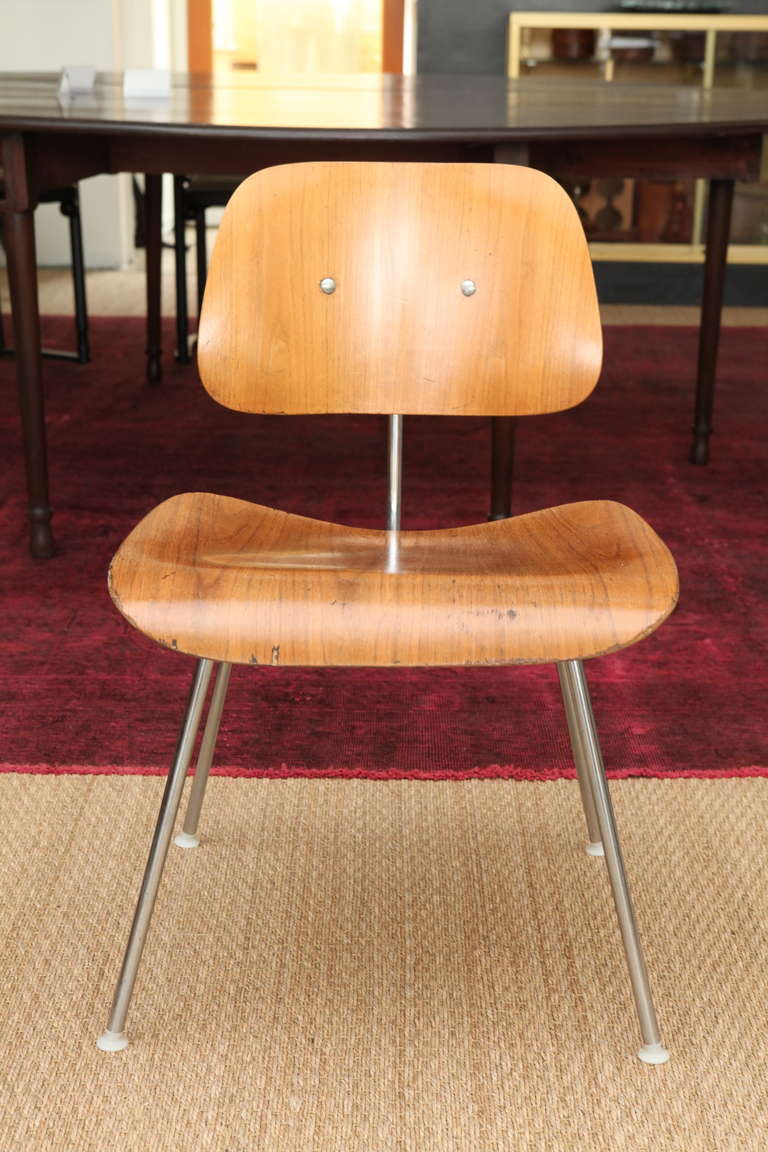Set of four eames molded plywood dcm dining chairs at 1stdibs for Eames molded dining chair