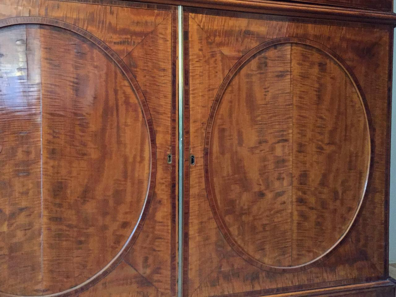 Fine Hepplewhite Decorated Inlaid Satinwood & Mahogany Two-Part Bookcase Cabinet In Good Condition In New York, NY