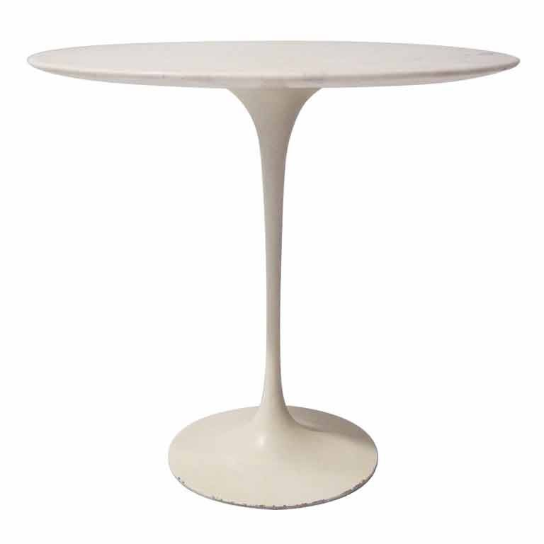 Oval Saarinen Side Table with Marble Top For Sale at 1stdibs